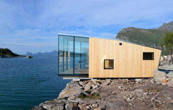Stinessen arkitektur - Isolated contemporary design cabin straddles rocks on norwegian island ...